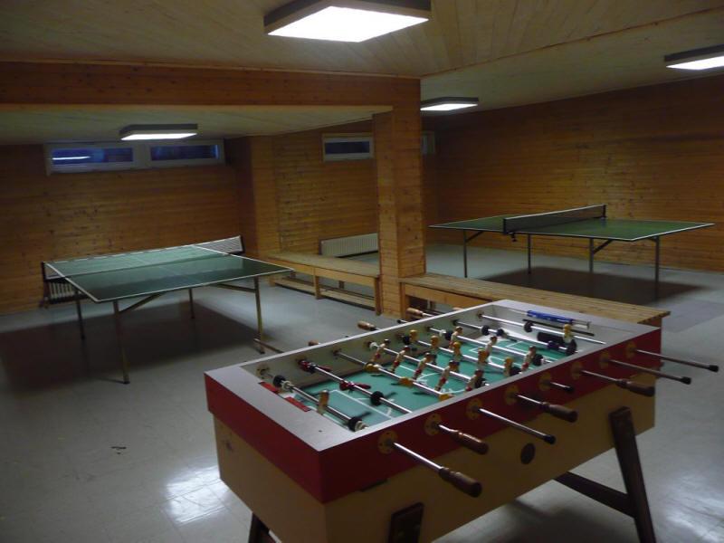 Tischtennis und Kicker Raum